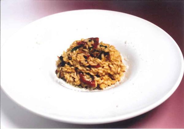 Risotto al parmigiano reggiano e spumante con tartufo bianco e funghi porcini