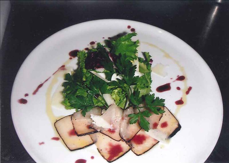 Bresaola di pesce vela con insalata, pecorino e salsa vin cotto