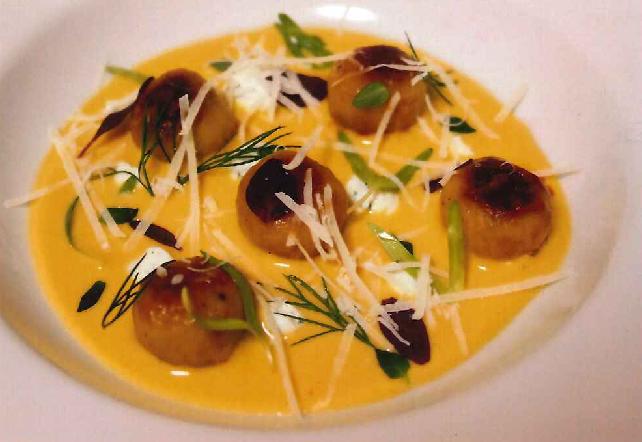 Gnocchi di patate dorati ripieni di fonduta in salsa di riccio allo zabaione フォンデュータを詰めたじゃがいもの焼きニョッキ、ウニのザバヨンソース