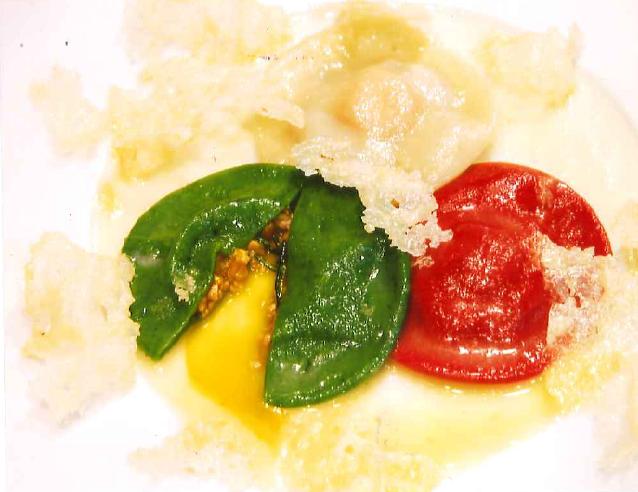 3種の香り卵を包んだウズラのラヴィオリ Ravioli alle tre varietà di uovo profumato e ripieno di quaglia