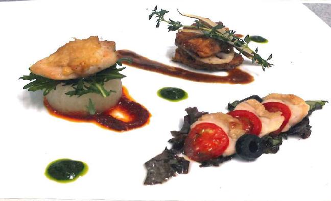 鶏の3種の彩りメイン 3 tagli di pollo cucinati in modi differenti